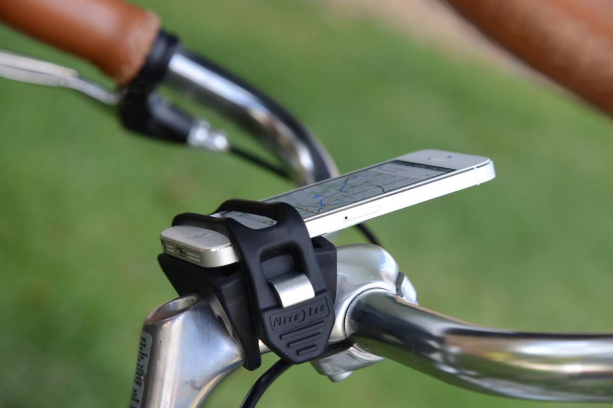 Держатель телефона на велосипед и его крепление на руль