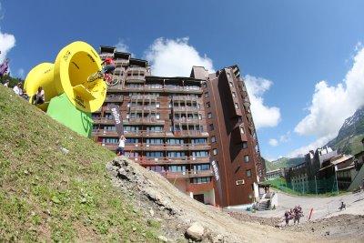 mountain-bike-jump-tunnel.jpg