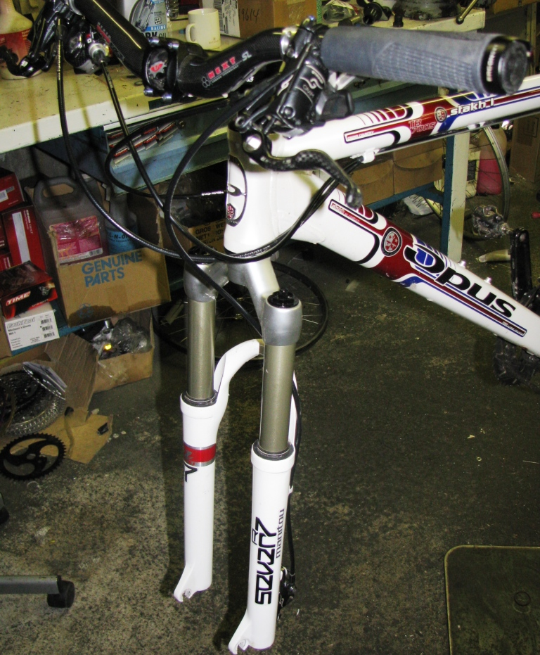 Mountain Bike Fork Servicing (Manitou) - Singletracks
