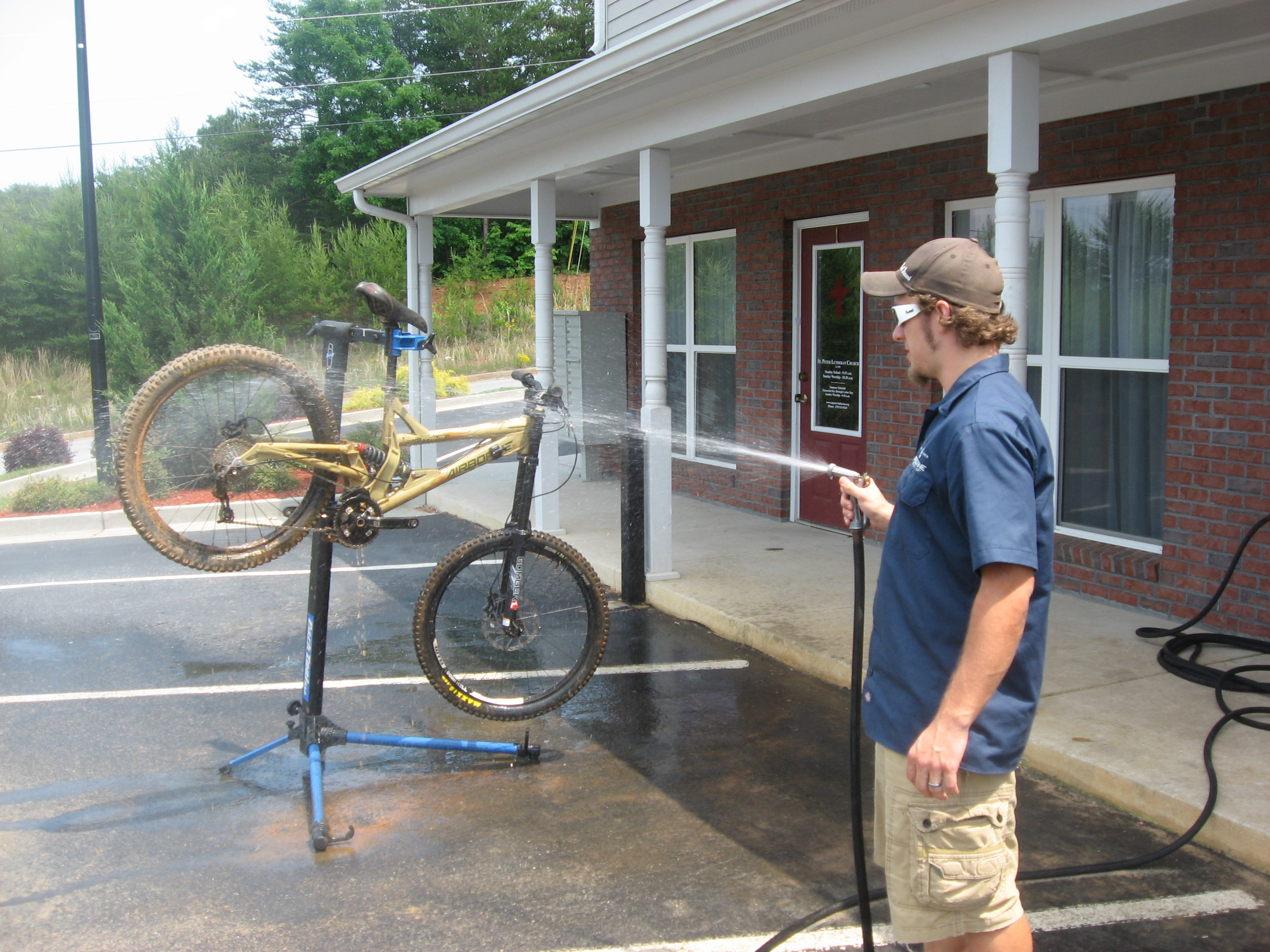 How To Clean Your Mountain Bike in 10 Easy Steps ...
