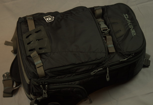 Dakine S Reload Camera Bag Has An Internal Volume Of 26l And External Dimension 21 5in X 12 8 Which For A Person My Height 5ft 9in