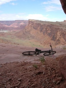 Holy cliffs batman! One of the many spots along Amassa Back trial that unnecessarilly hugged shear cliffs.