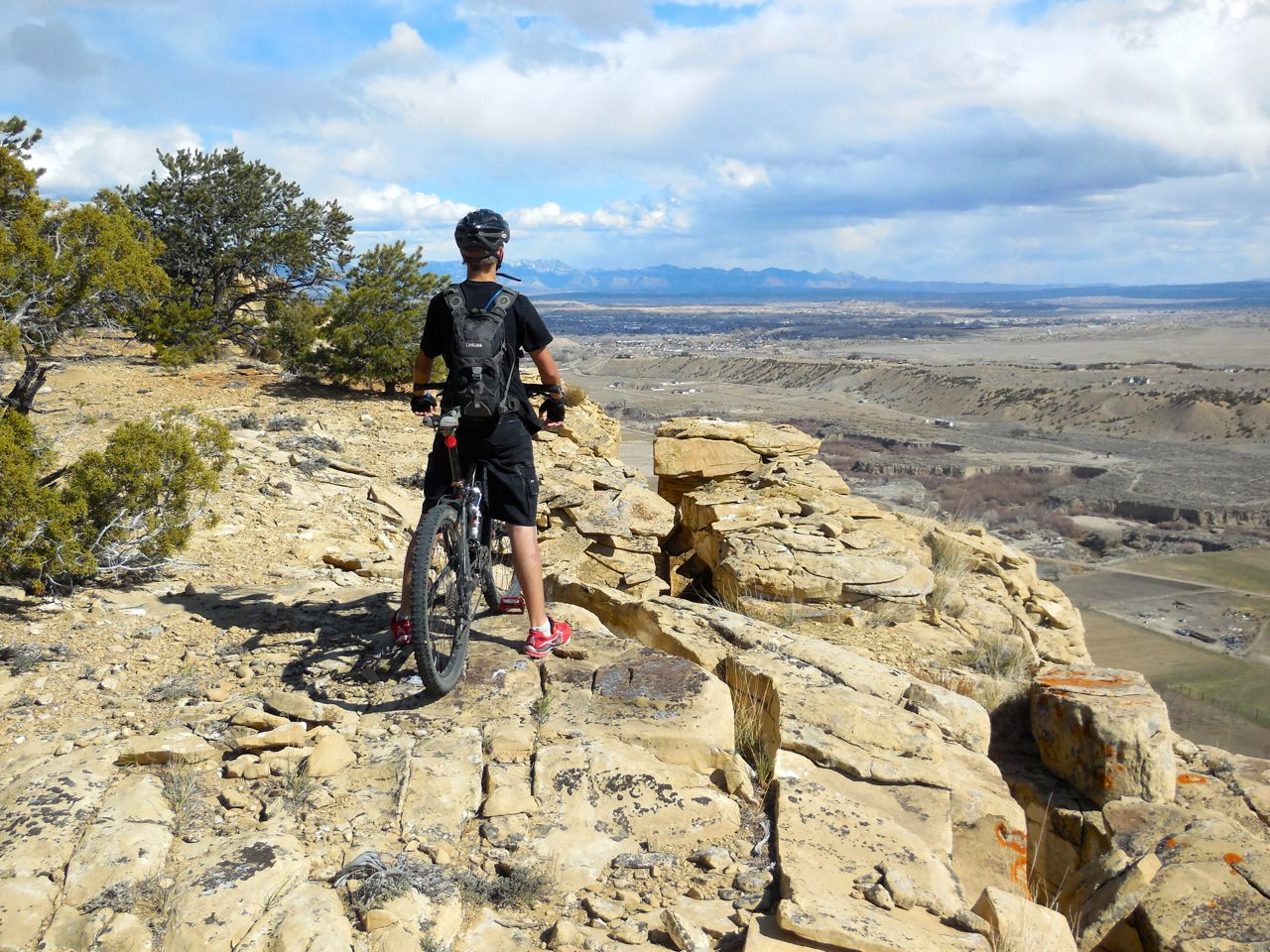 Miniskibum contemplates the awesome potential of the mesas around Price, Ut.