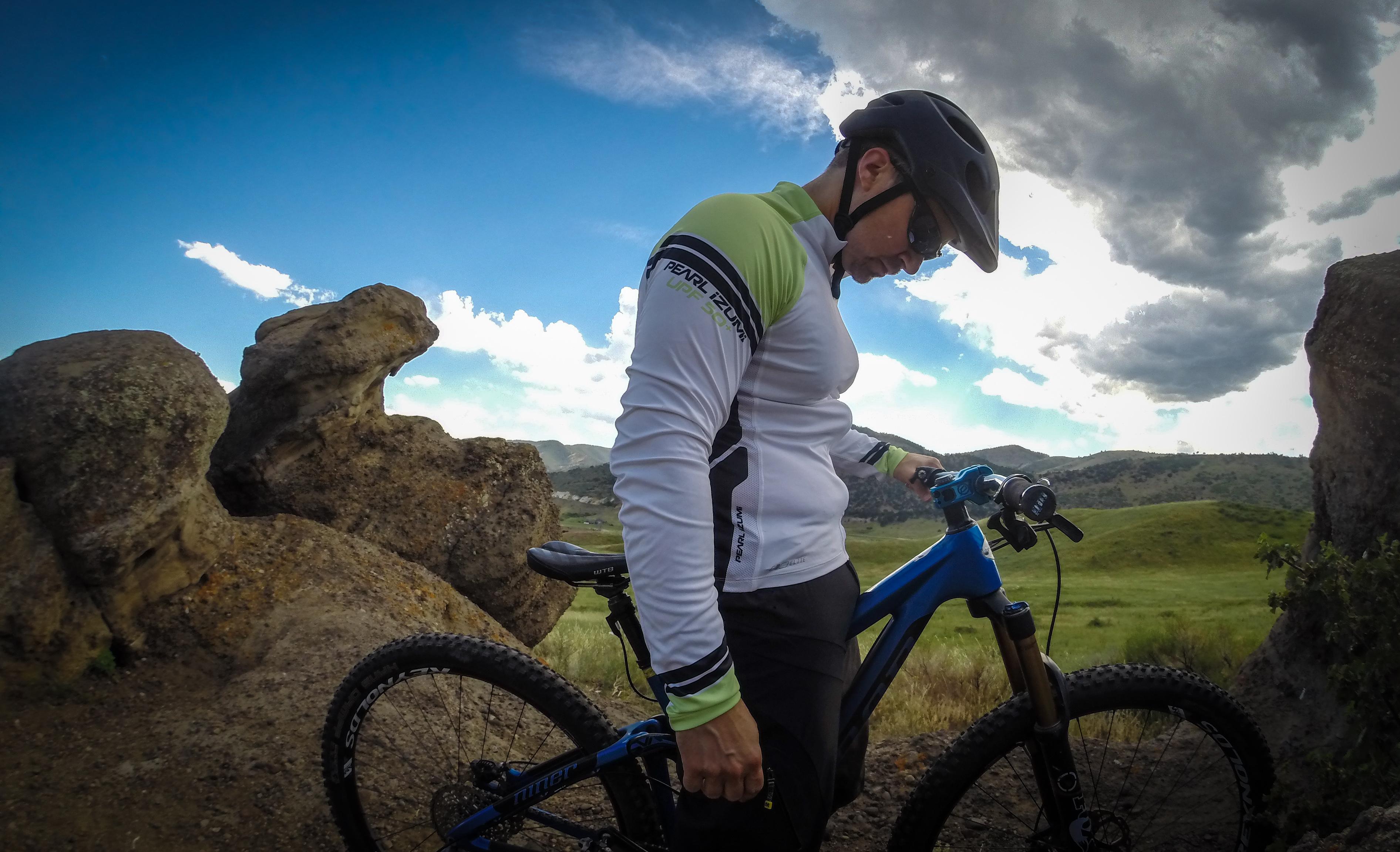 5add1ec88 Review  Pearl Izumi Elite Long Sleeve Jersey - Singletracks Mountain Bike  News
