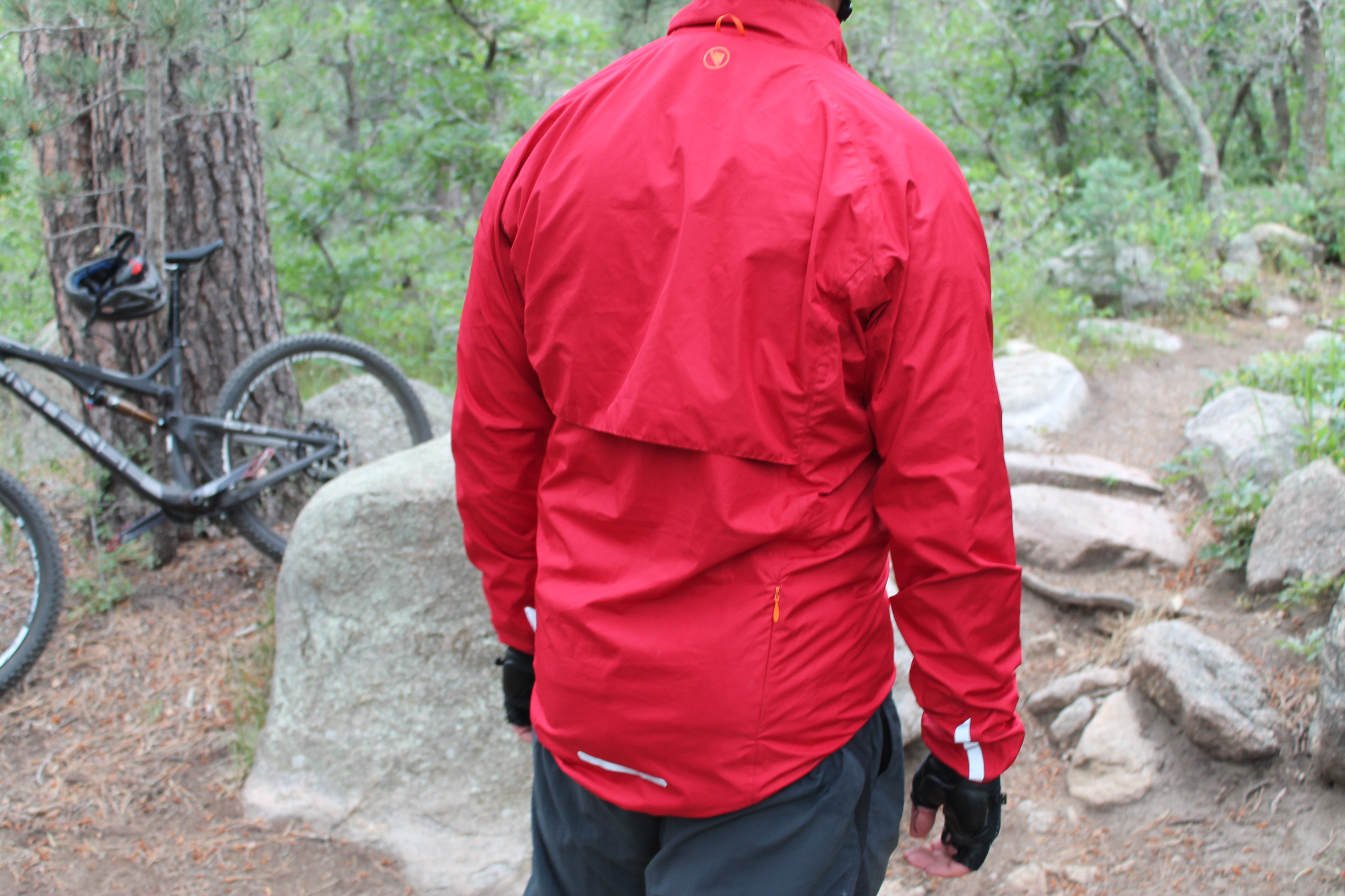 """f0ac50c0b The Xtract has a horizontal breathing vent and a """"bum cover"""" to prevent  overheating and keep you dry."""