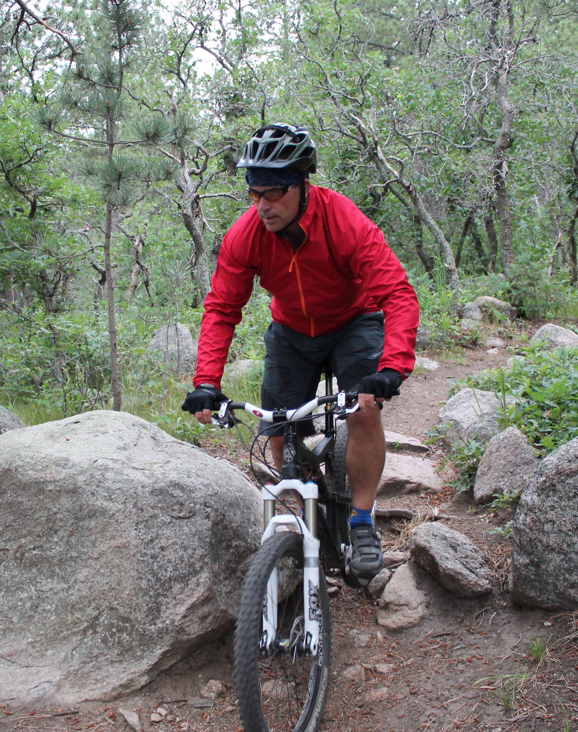 617e974e3 Review  High and Dry with the Endura Xtract Jacket - Singletracks ...