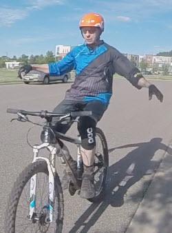 no-handed biking