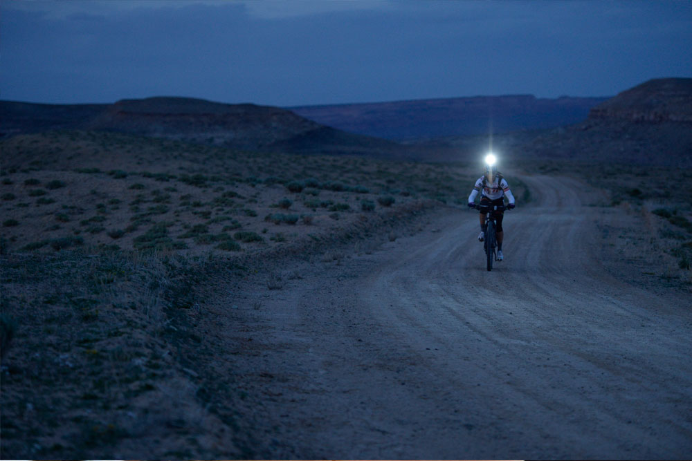 Setting the record on the Kokopelli Trail. Photo courtesy of Rebecca Rusch / Red Bull.