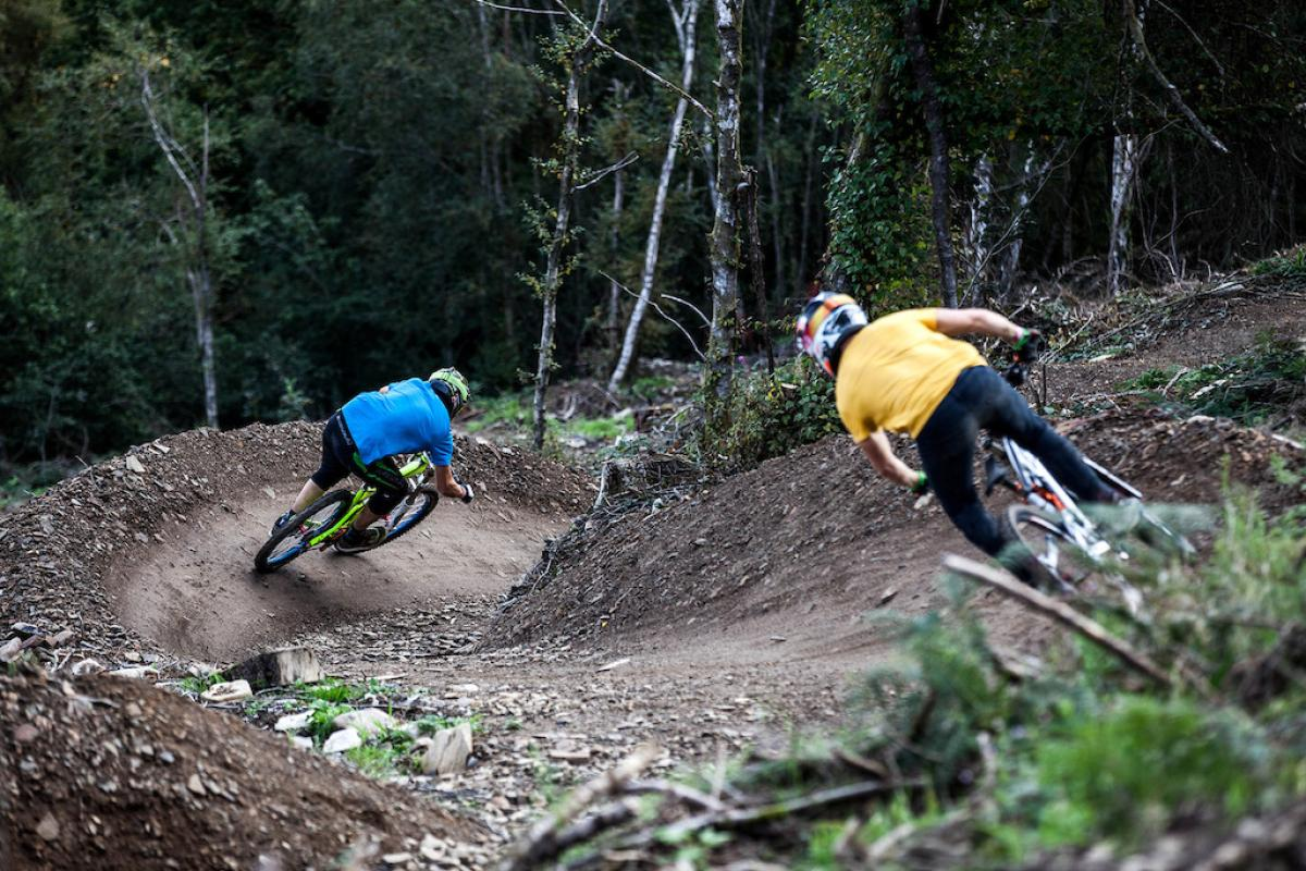 Gratuitous action photo showcasing MTB awesomeness and fanaticism. Photo: Trevor Warne