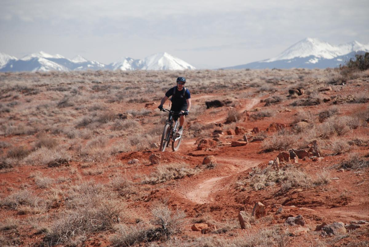 The Lazy Trail north of Moab gives novices a place to play in the desert. (photo: Gary Schomberger)
