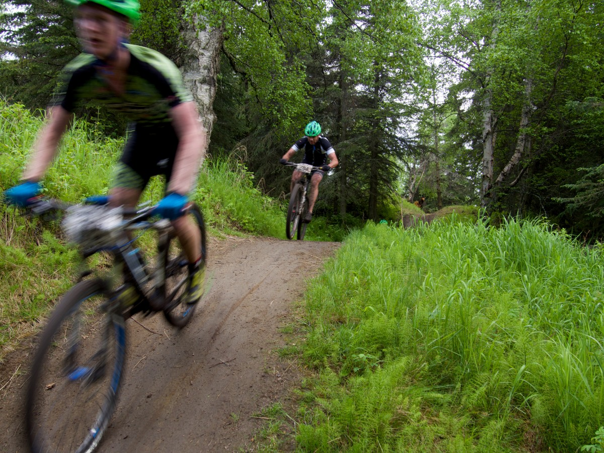 Pipsport/Chain Reaction Cycles riders bombing through the woods