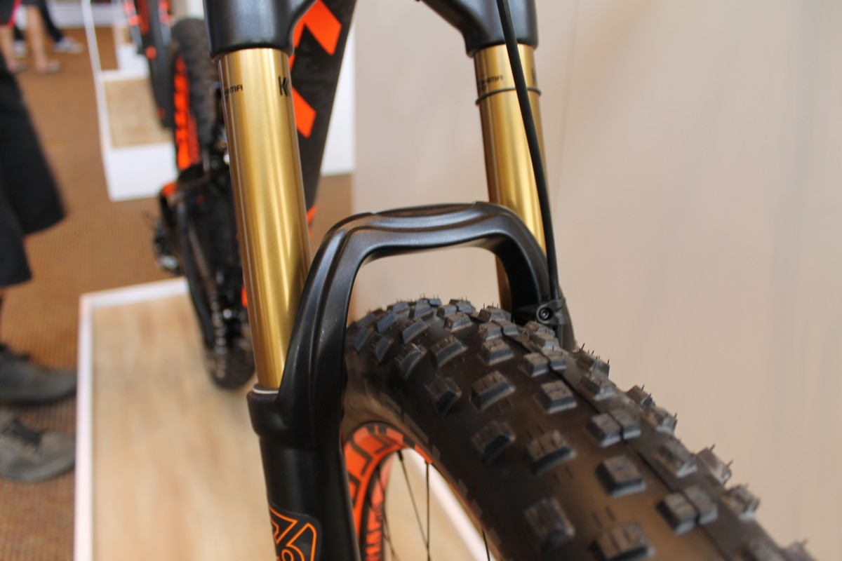 Front fork clearance on the plus-size Fox fork indicates this bike could run an even burlier tire.