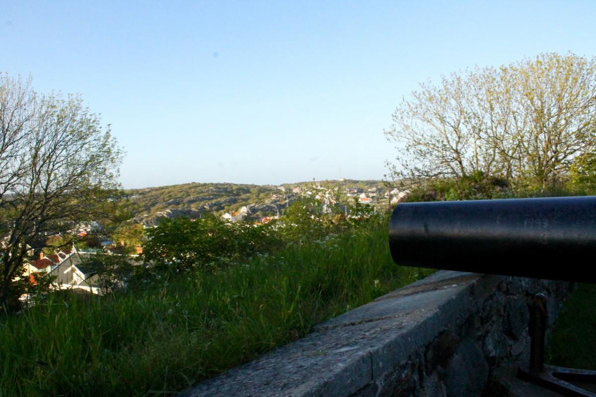 Cannon overlooking the village below. Photo: Greg Heil.