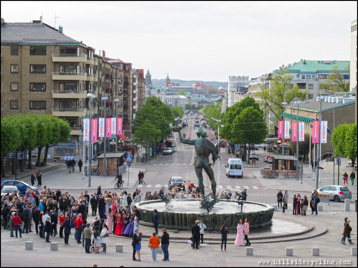 Looking down the historic Avenue in Gothenburg, as seen from the Art Museum. Pictured in the foreground is a fountain/statue of the Greek god Poseidon. Photo: Natasja Jovic.