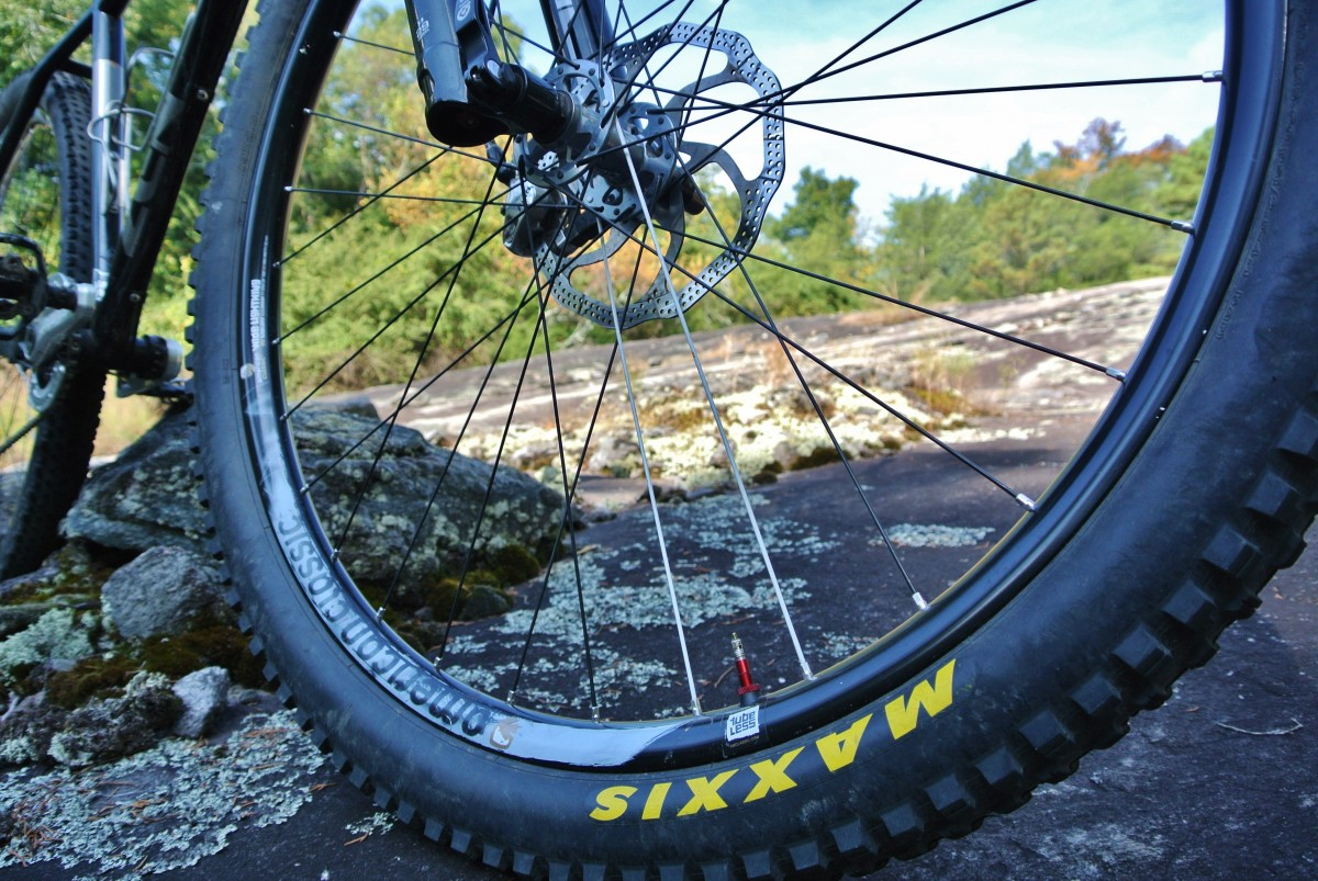 "The Wide Lightnings gave the 2.30"" Maxxis Minion DHRII a nice big footprint"