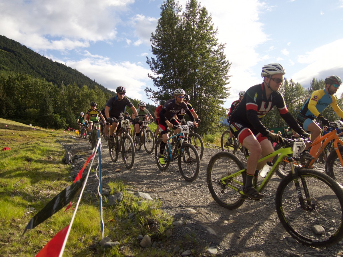 The packed field of racers beginning their first laps of Alyeska