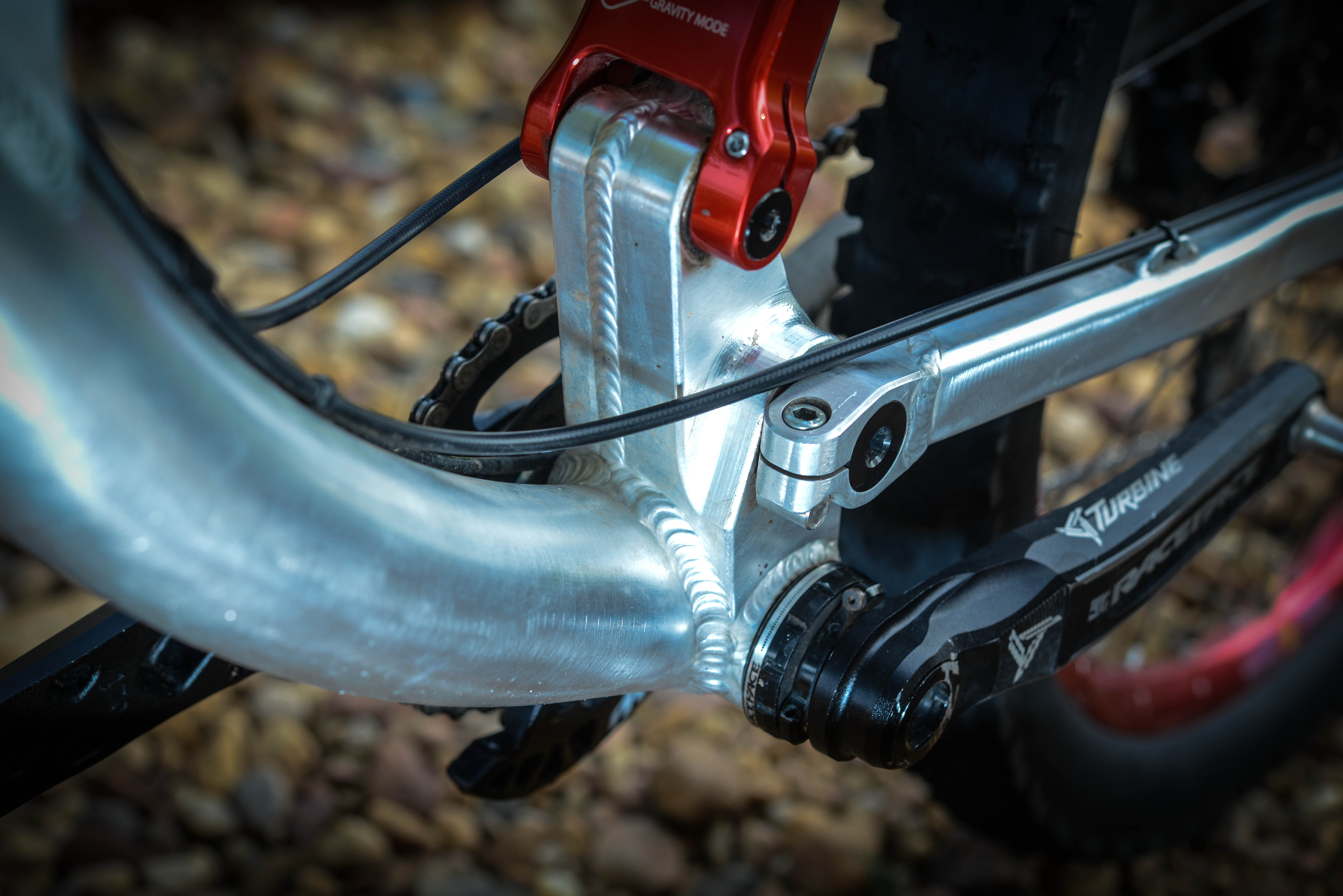 An ultra stiff linkage platform keeps flex to a minimum