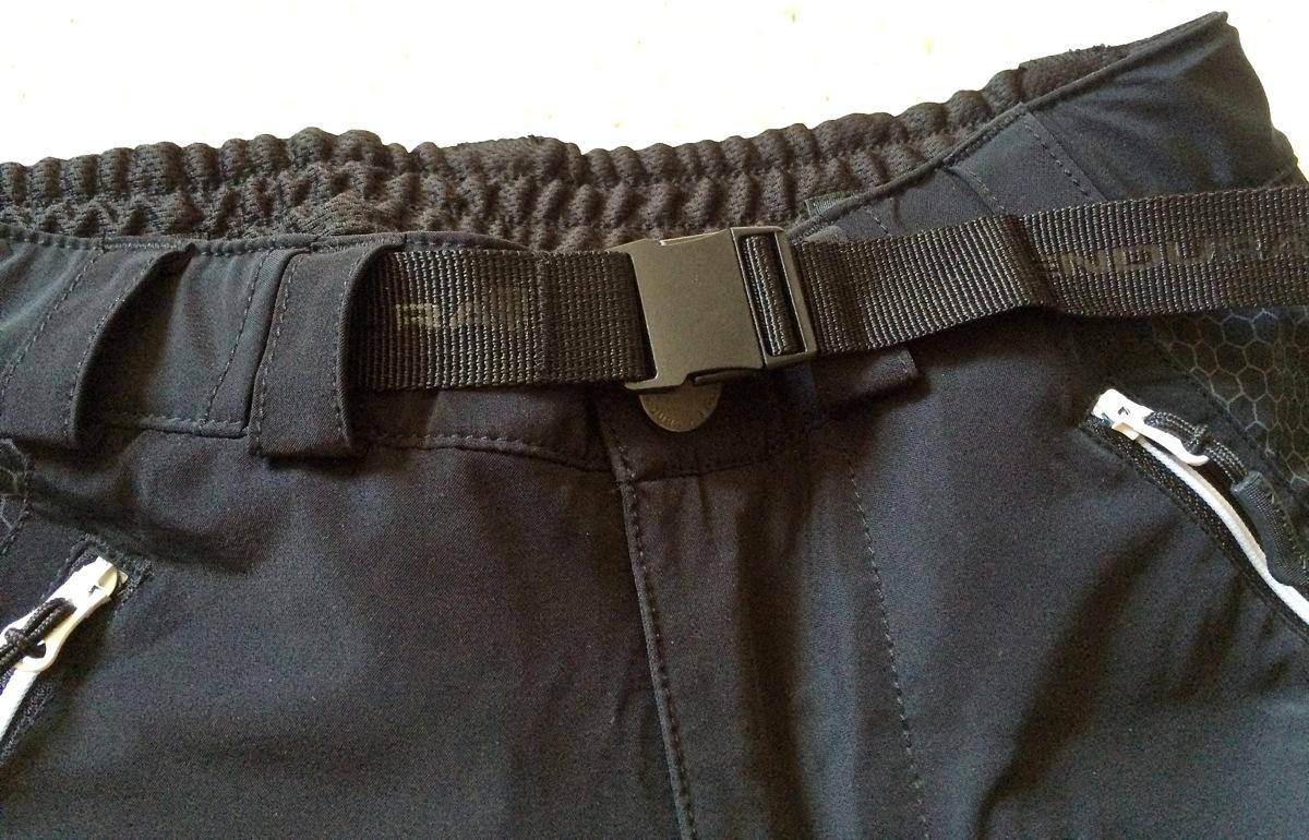 The integrated, adjustable belt.