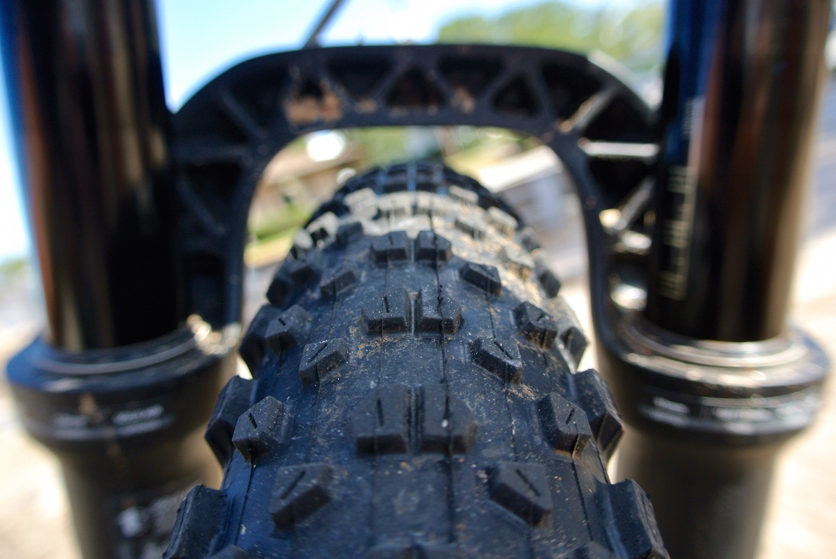 Boost spacing on the RockShox Pike means boatloads of clearance at the arch