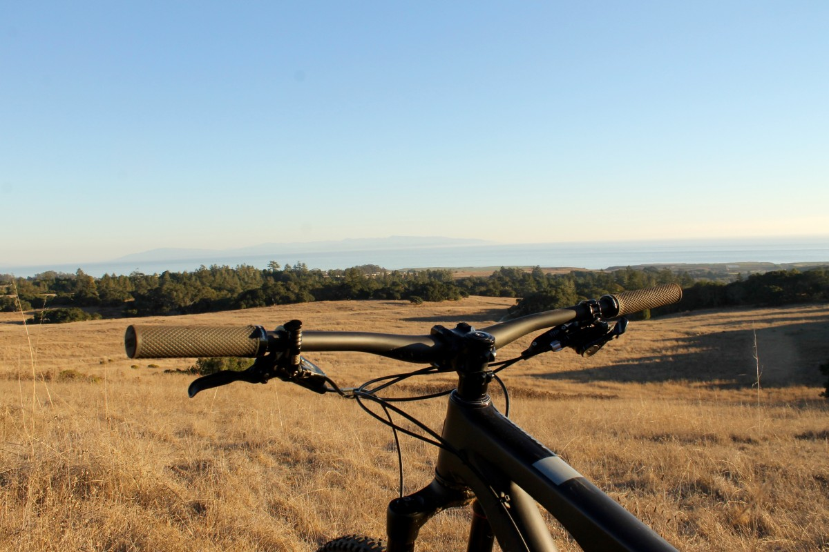 I found 760mm bars to be much more manageable on the Bronson. As you can see, these are still anything but narrow.