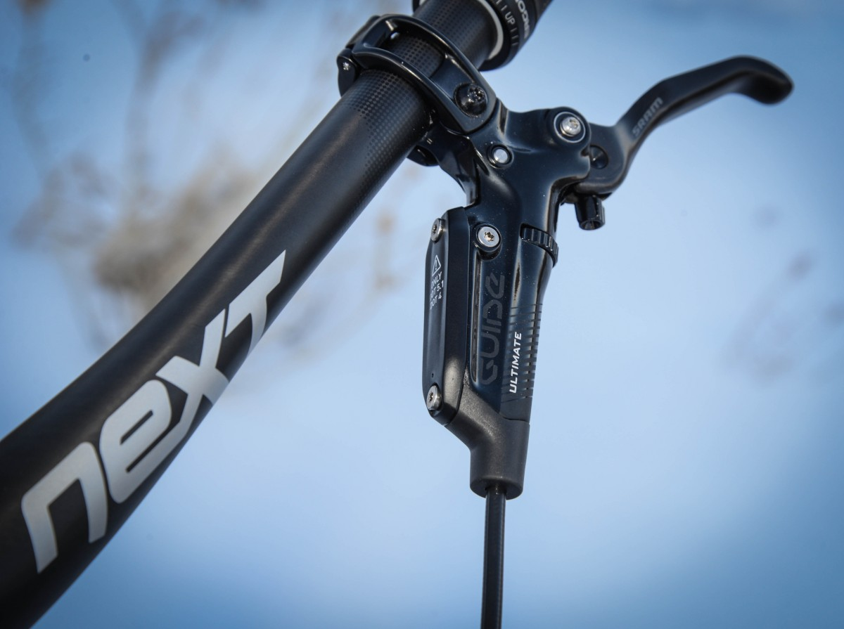 SRAM Guide RSC brakes and the NEXT carbon bar
