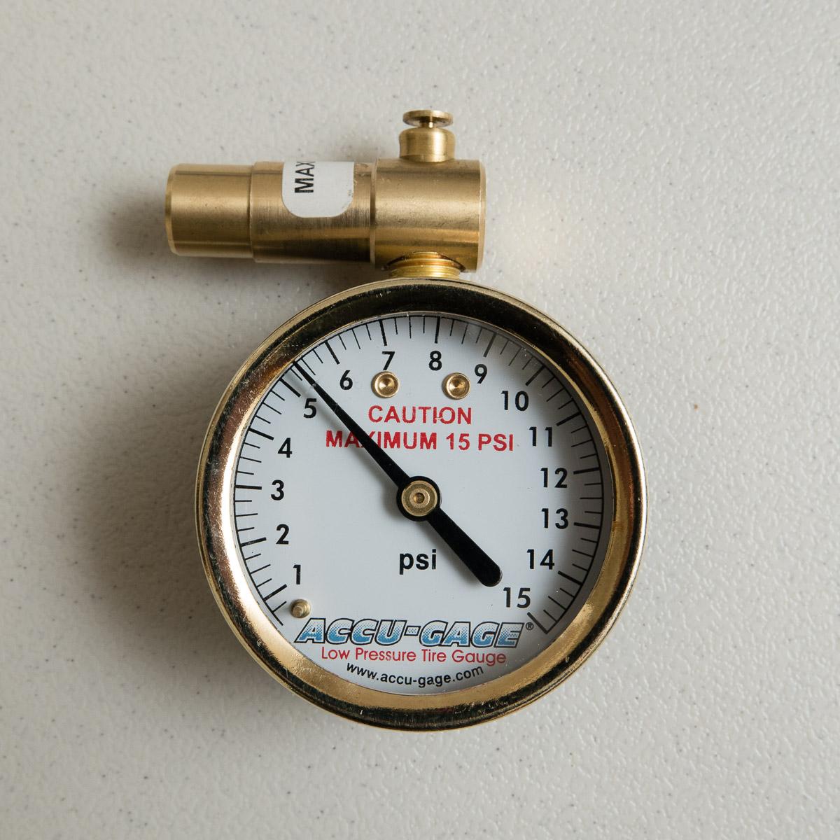 A sensitive pressure gauge for low pressure