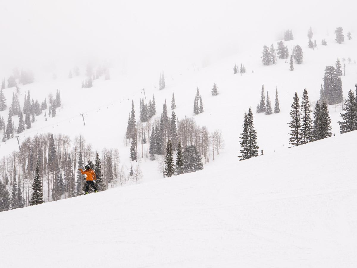 A snowboarder enjoys a green run