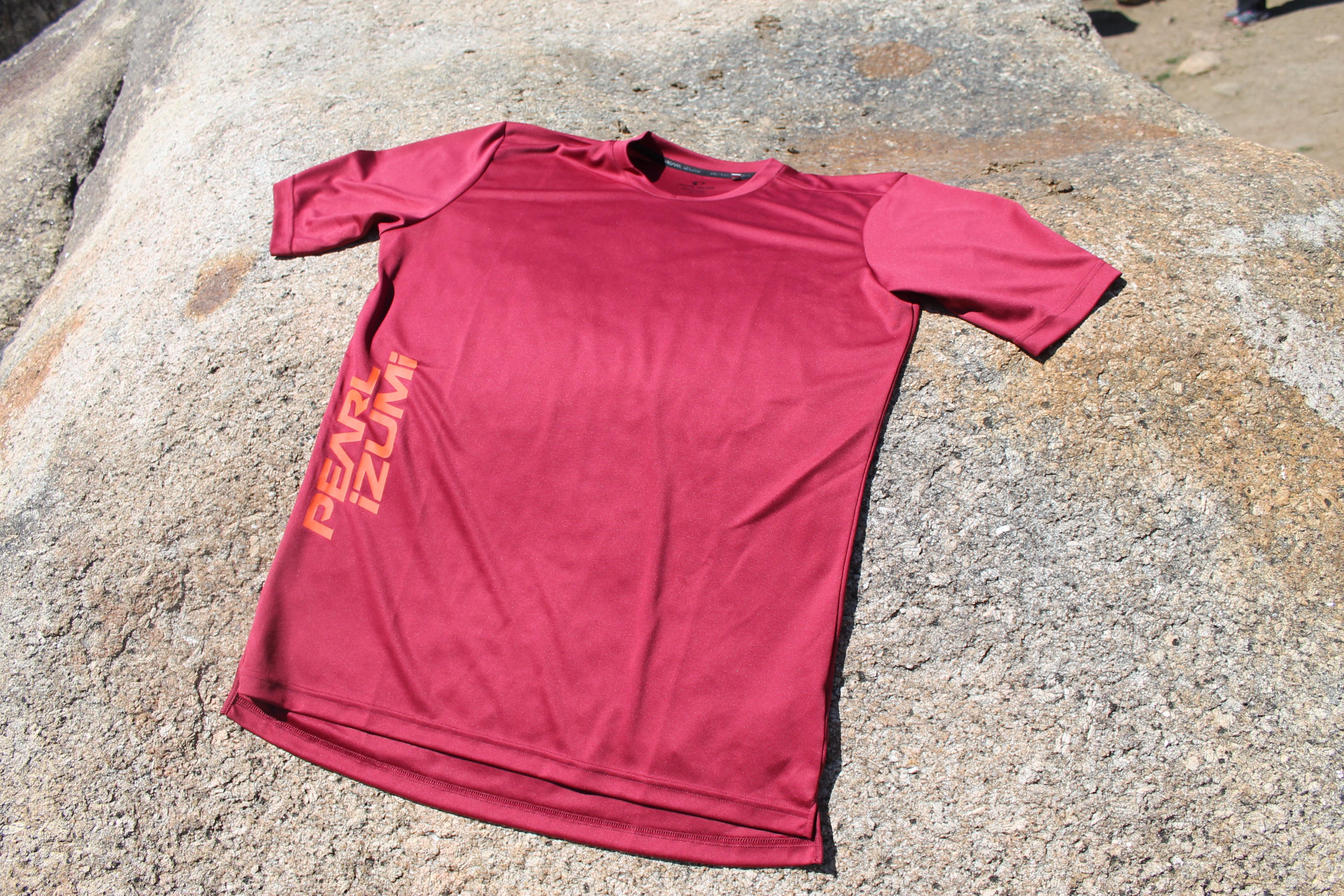 d0cad6354 Review  Pearl Izumi Elite Long Sleeve Jersey - Singletracks Mountain ...