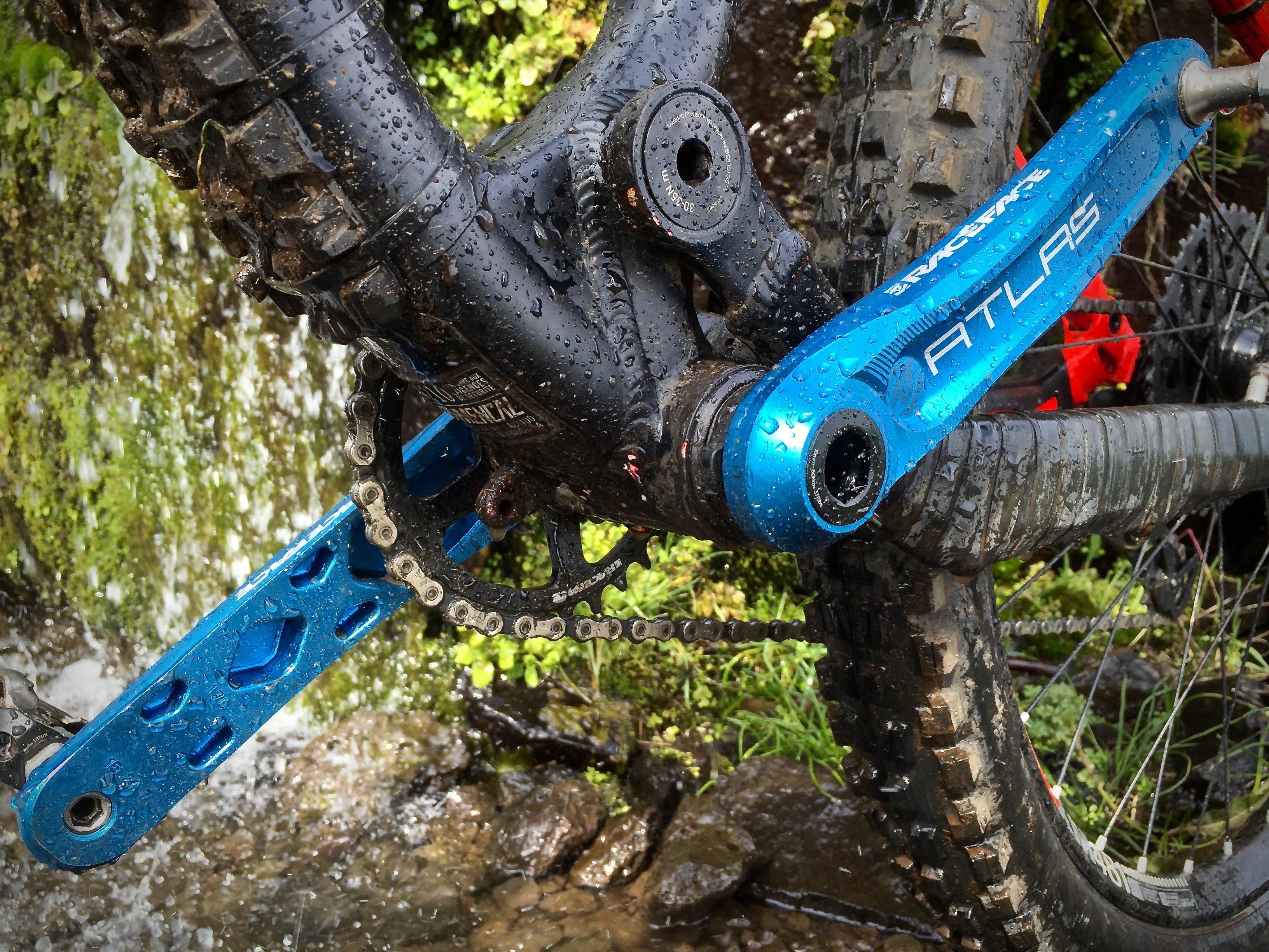 175mm Blue RaceFace Atlas Cinch Crank Arm Set