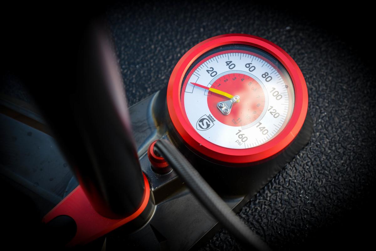 The gauge. Gaze upon it's sleek superiority.