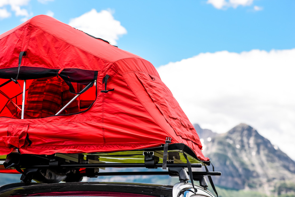 YakimaSkyRise_Lifestyle2_Closeup_zpskszdkitr & Yakima Pitches the SkyRise a Rooftop Tent - Singletracks Mountain ...