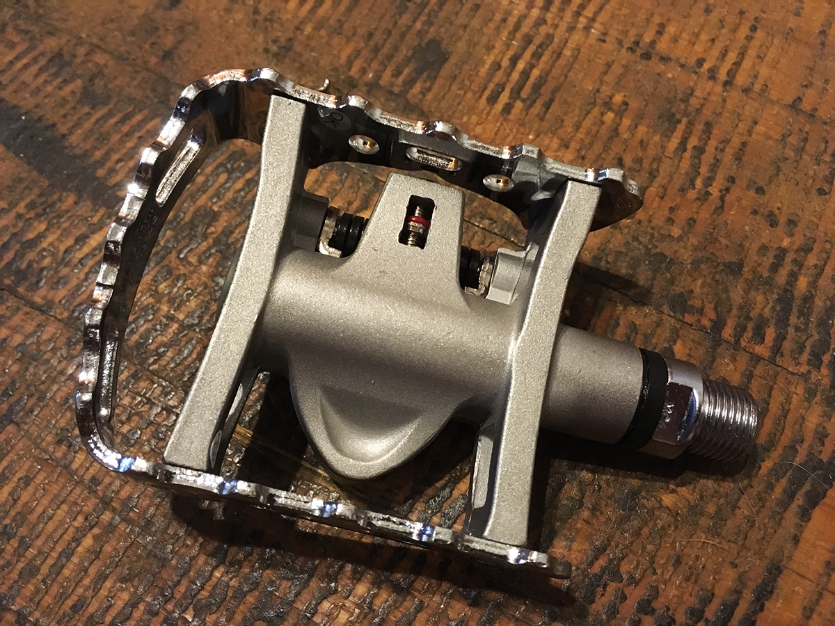 These Shimano combo pedals have a cleat on only one side.