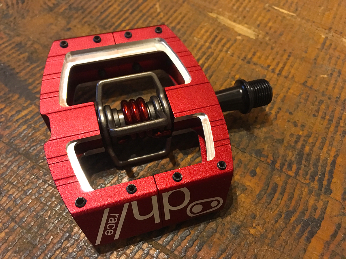 The CrankBrothers Mallet has a clip integrated into a platform, so it can be accessed from both sides of the pedal.