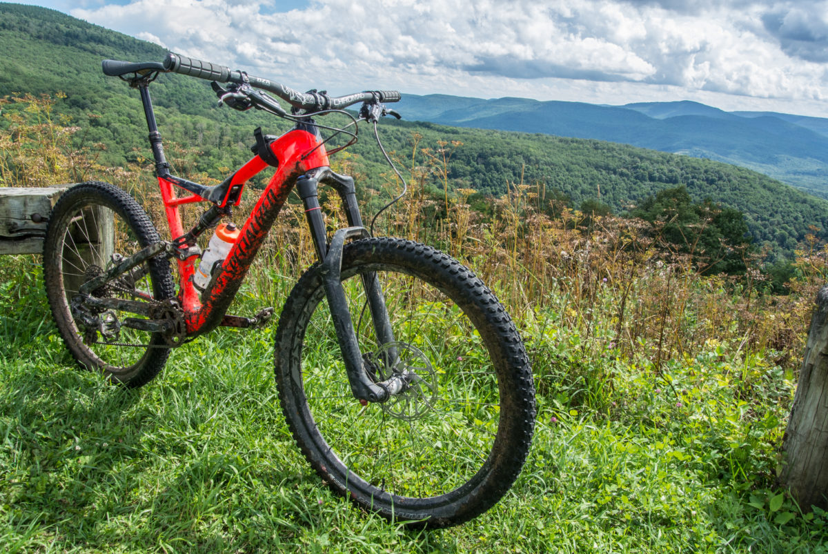 The 2017 Specialized Stumpjumper Carbon Expert 650B