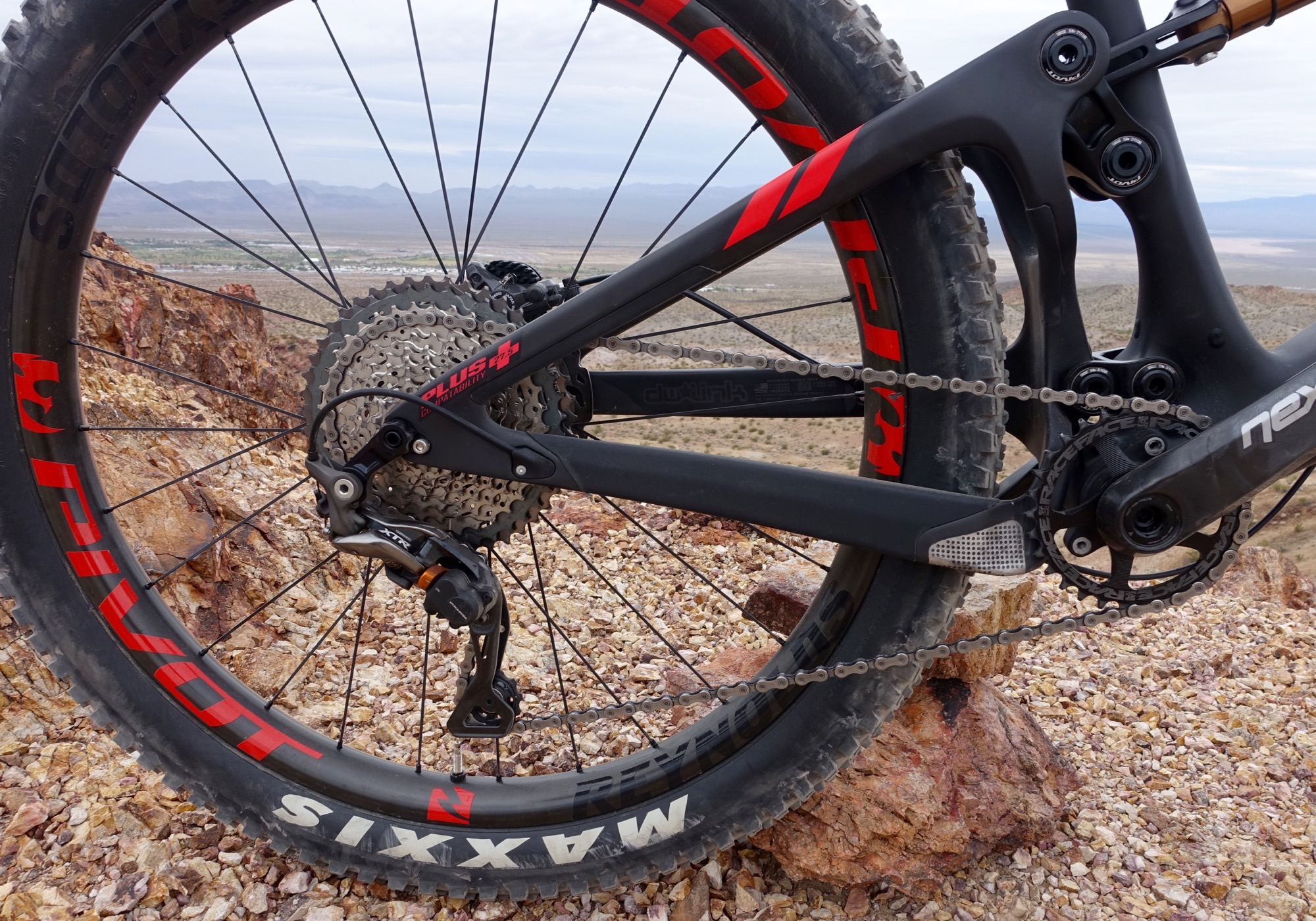 Pivot's 27 5+/29 Switchblade Proves Many Other Brands Wrong