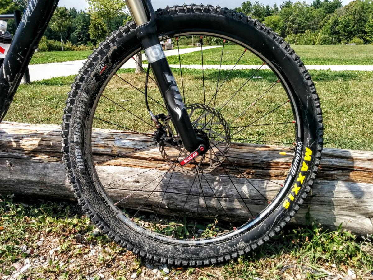 Maxxis High Roller II Tire Reviews | Mountain Bike Reviews || SINGLETRACKS.COM