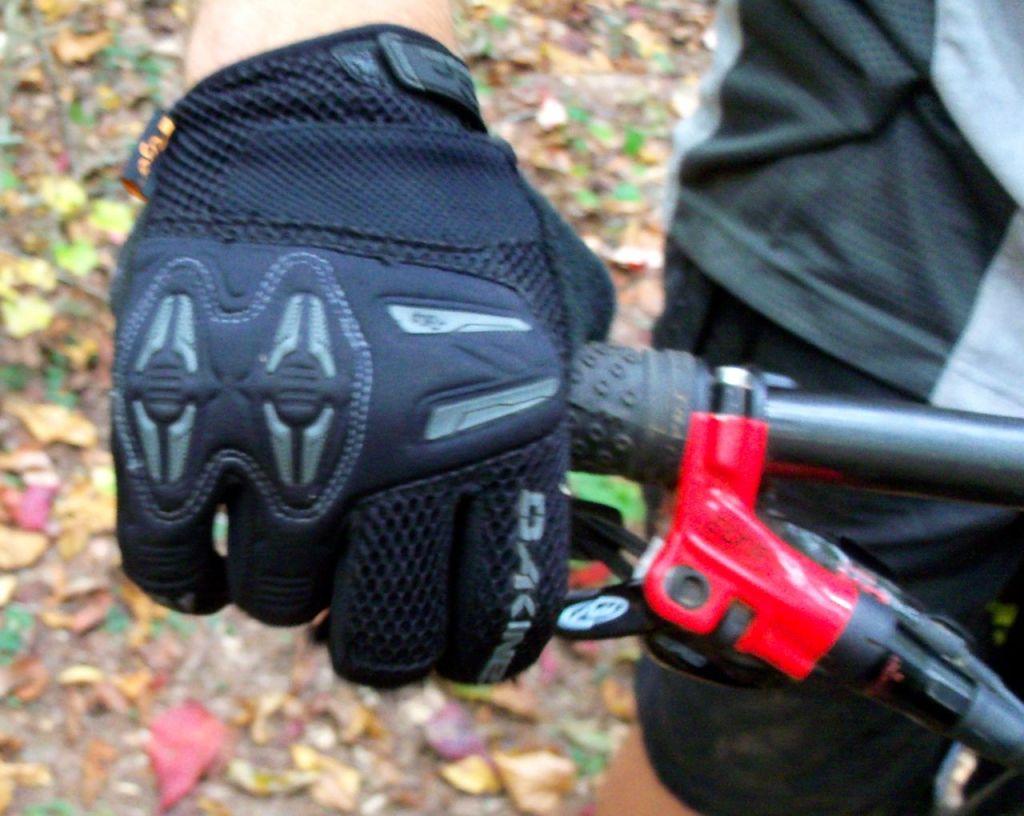 glove-2 - Singletracks Mountain Bike News 6e9bf9de859