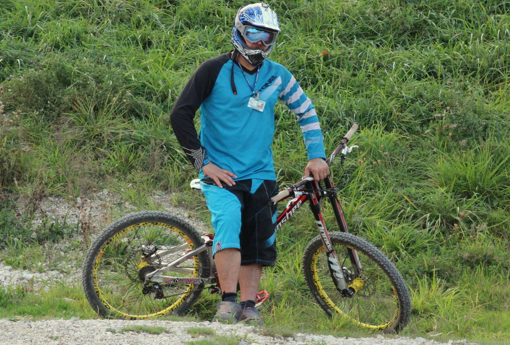 Dakine descent short and descent ls jersey review for Craft mountain bike clothing