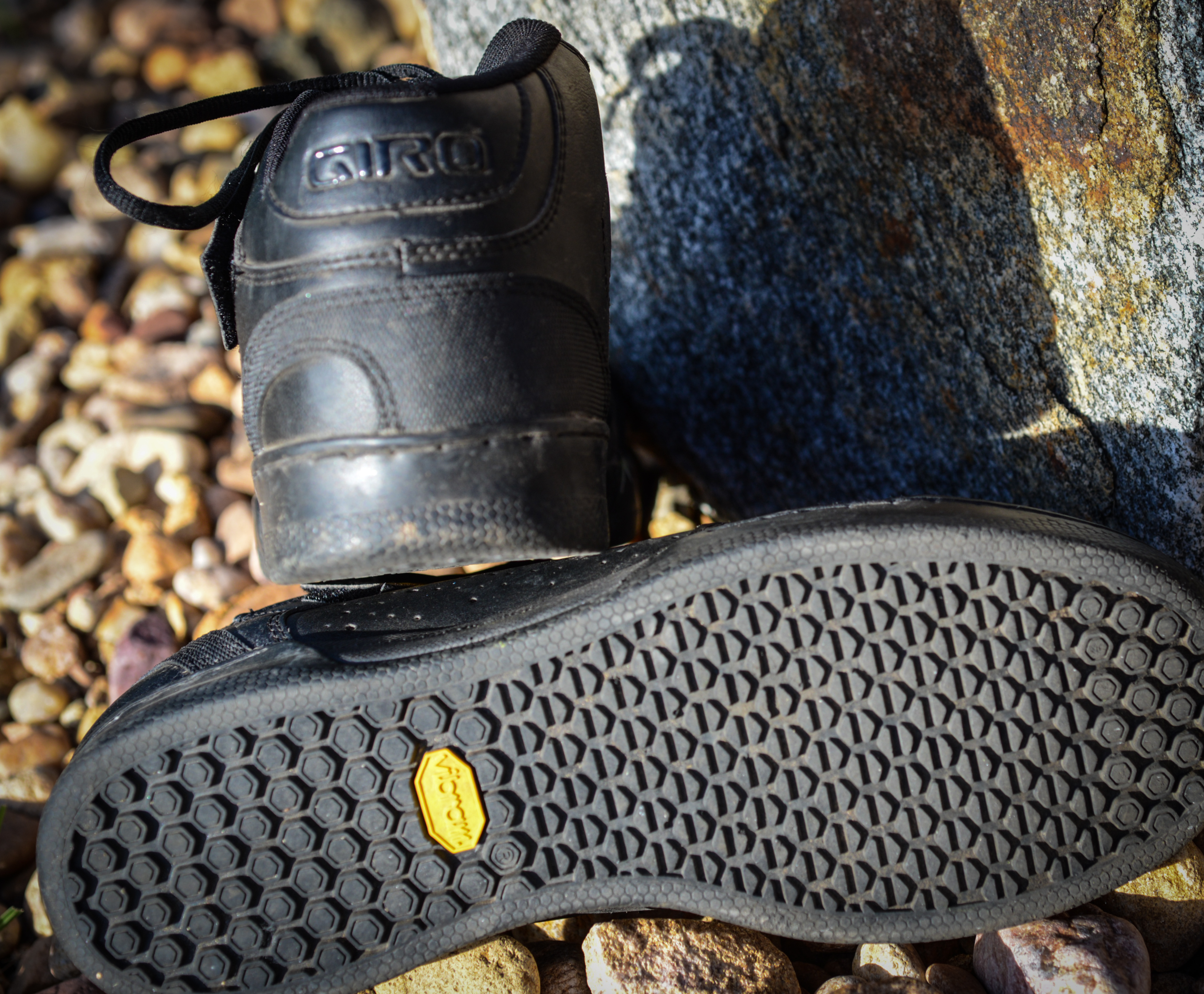 review giro jacket mid flat pedal mountain bike shoes. Black Bedroom Furniture Sets. Home Design Ideas