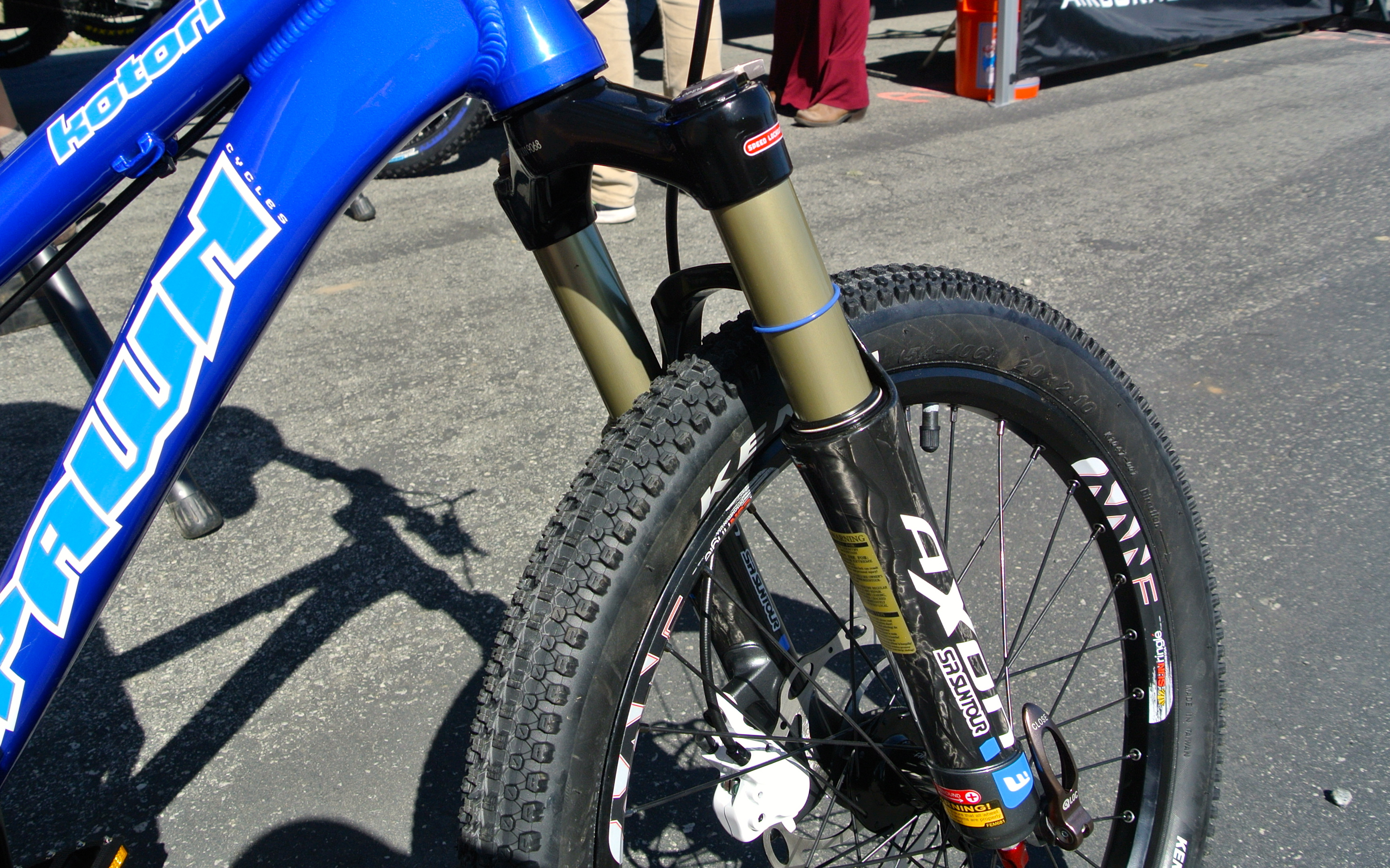 "Carbon Fiber Bikes >> SR Suntour Is Making an Awesome $850 Fork... For 20"" Kids ..."