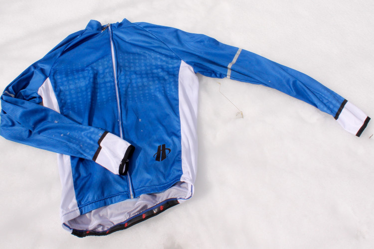 41dda9601 Hincapie Clothing  Fission Long Sleeve Jersey Review · Review  Pearl Izumi  Canyon Baggy Mountain ...