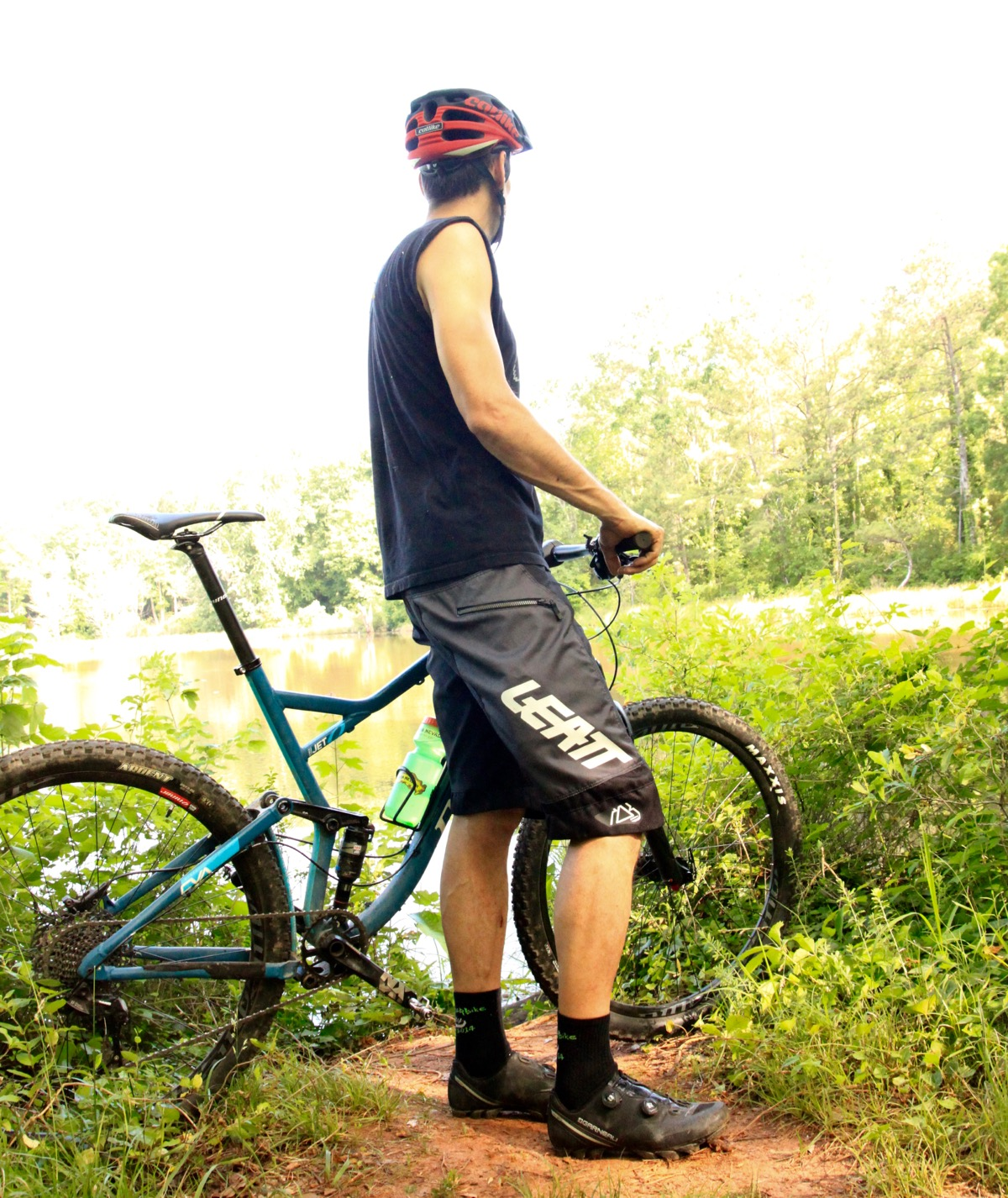 Review leatt dbx 4 0 mountain bike shorts offer mad for Craft mountain bike clothing