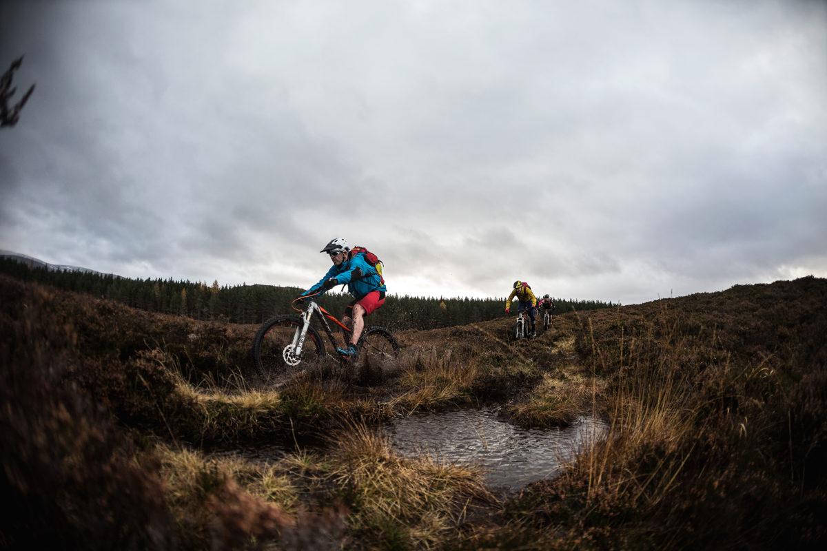 10 tips for mountain biking in the rain singletracks mountain bike