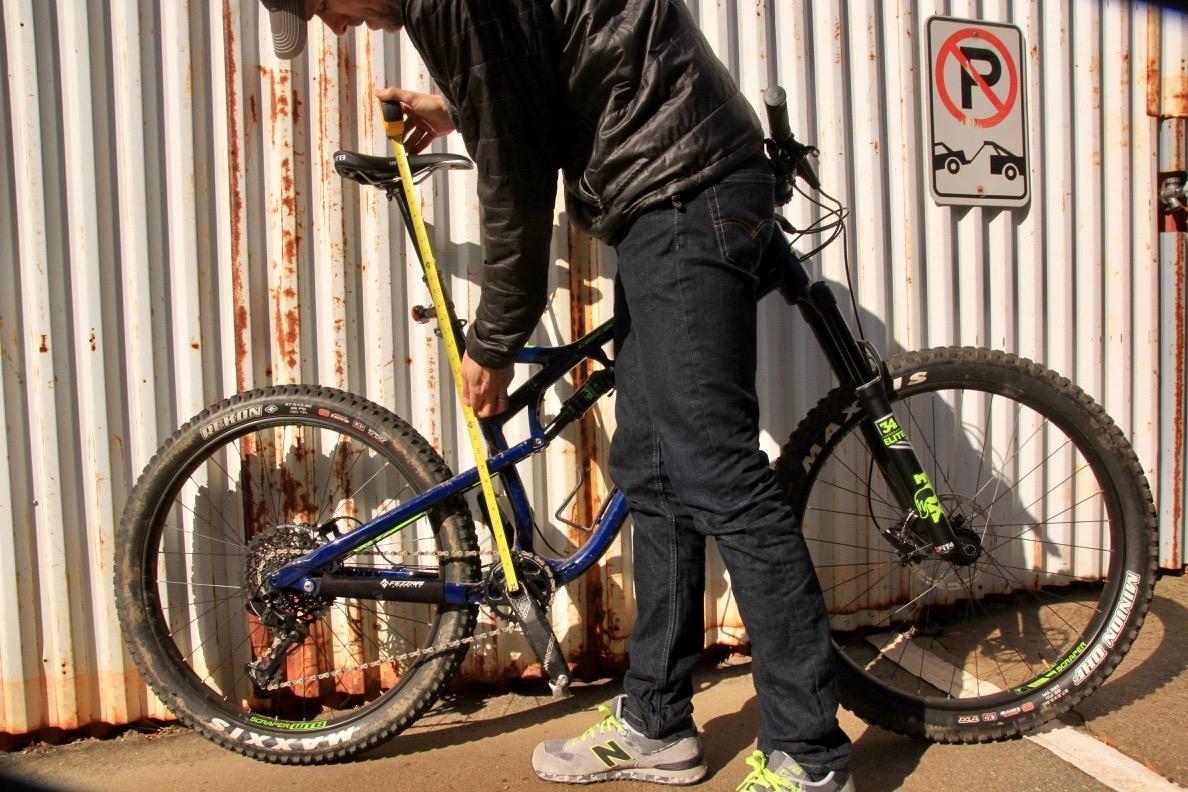 https://images.singletracks.com/blog/wp-content/uploads/2018/01/bike_seat_height-1.jpg