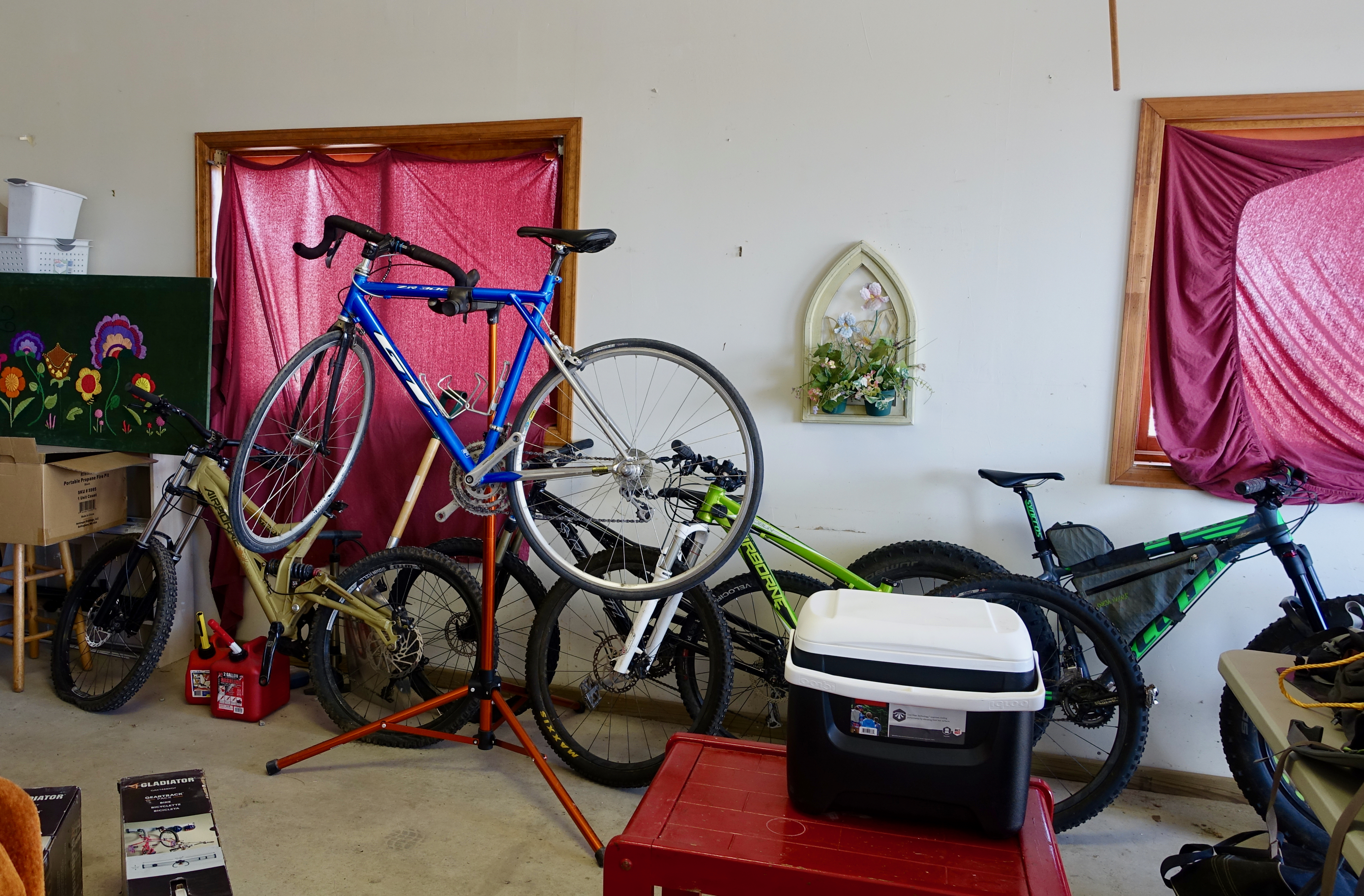Messy garage. Letu0027s get this cleaned up! & The Gladiator Bike GearTrack Pack Makes Bike Storage Simple