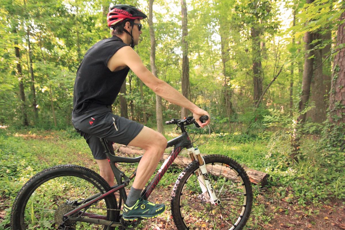 1dc422f3d1f Lightweight Mountain Bike Shorts Throwdown - Singletracks Mountain ...