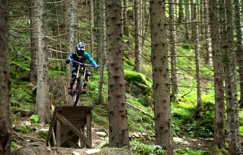 The BikHer Women's Gravity Community In Italy is Spreading All The Stoke - Singletracks Mountain Bike News