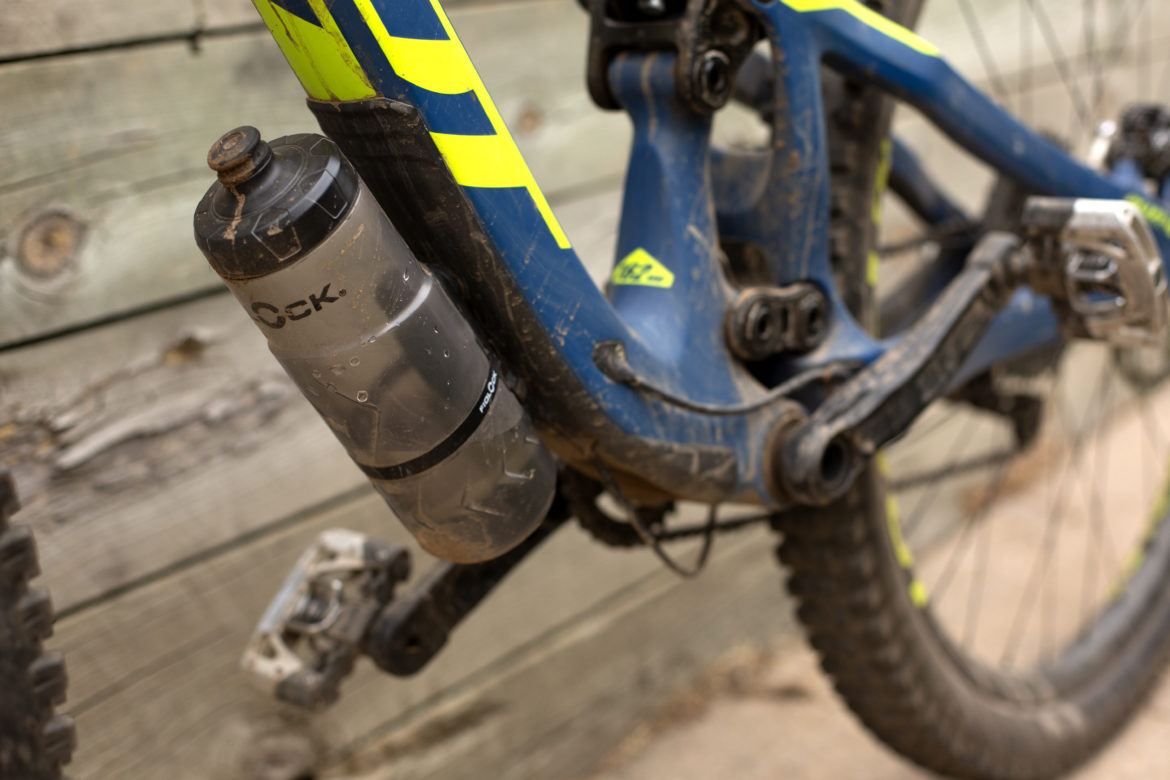 Review Fidlock Magnetic Water Bottles And A Strap To Mount A Bottle Anywhere Singletracks Mountain Bike News
