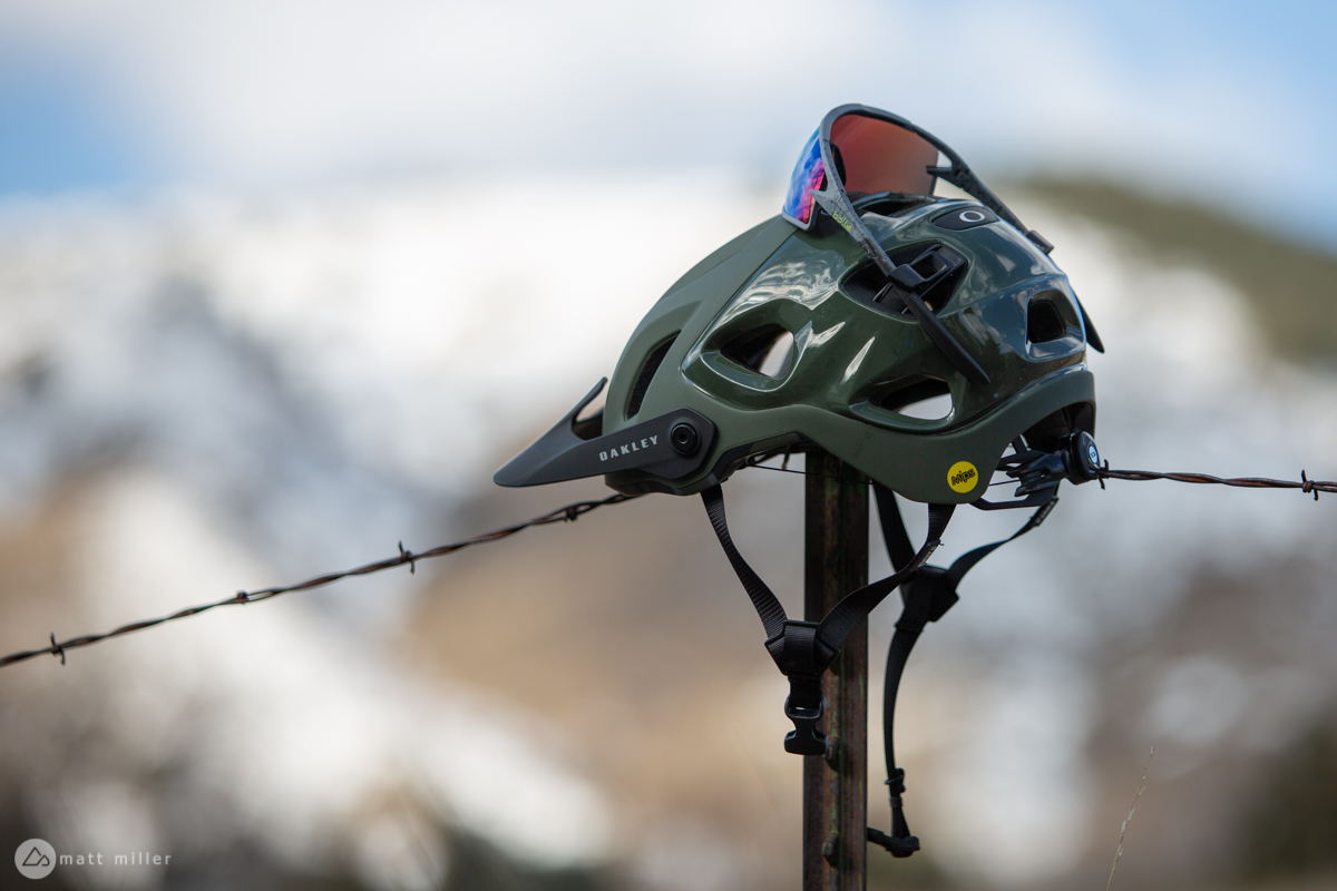 review the oakley drt5 mtb helmet is all about vision singletracks mountain bike news. Black Bedroom Furniture Sets. Home Design Ideas