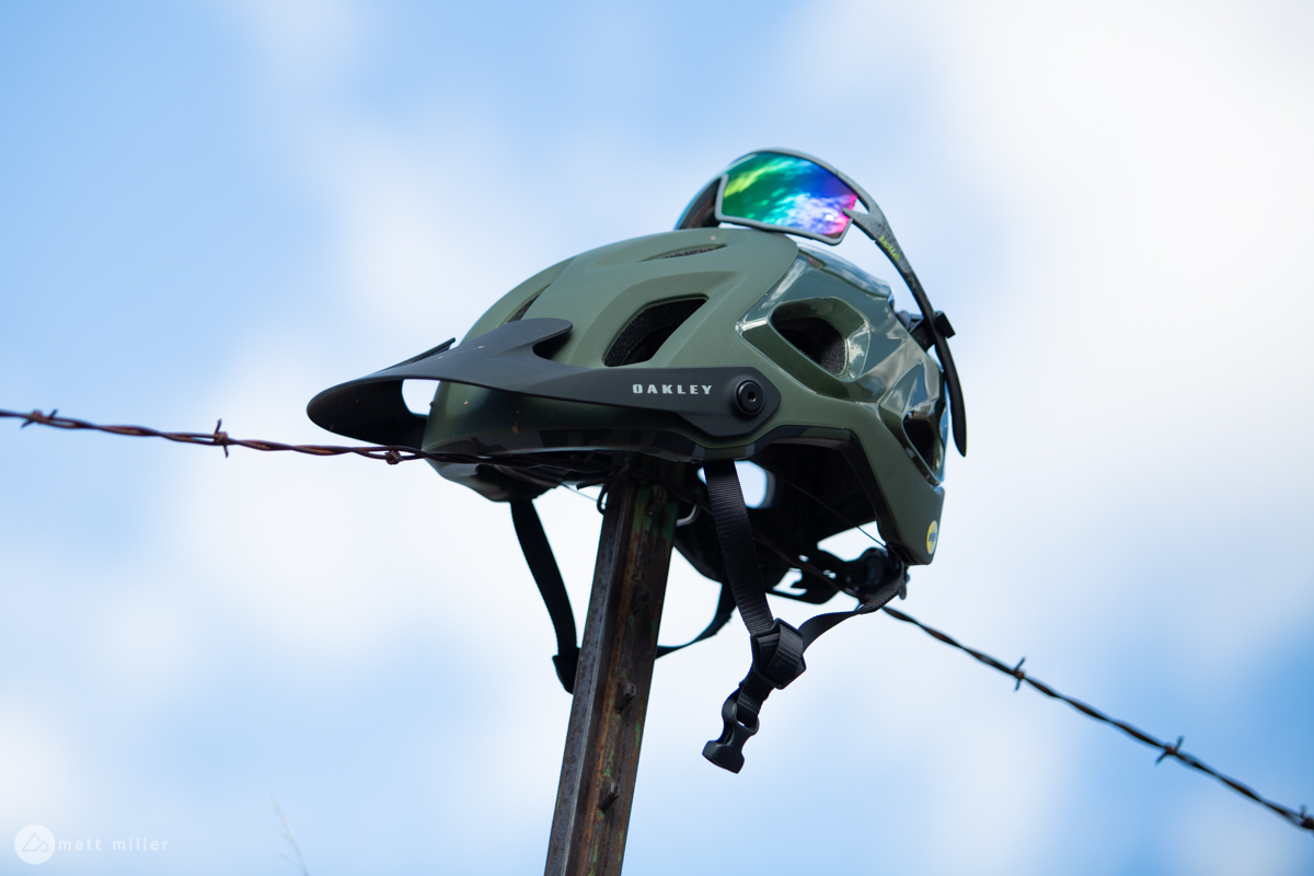97be994786f41 Review  The Oakley DRT5 MTB Helmet is All About Vision ...